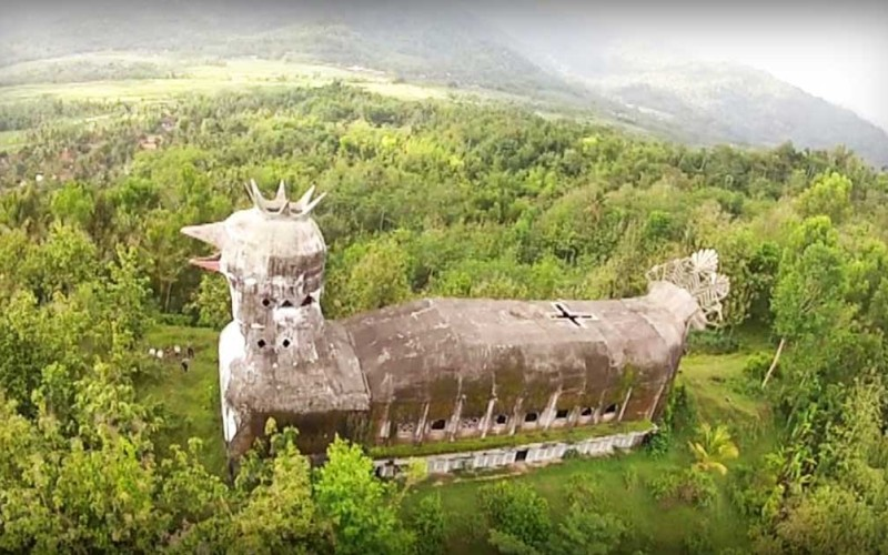 An Abandoned Indonesian Church Shaped Like a Large Chicken - Cool ...