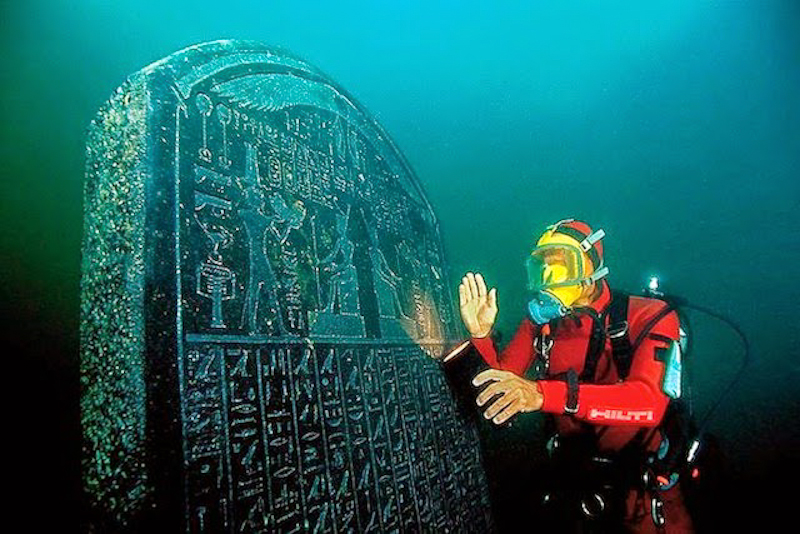 Intact engraved Thonis-Heracleion stele of 1.90 m height, commissioned by Nectanebo I (378-362 BC) and almost identical to the Naukratis stele in the Egyptian Museum in Cairo. Its text names the site where it was erected: Thonis. ©Franck Goddio/Hilti Foundation, photo: Christoph Gerigk